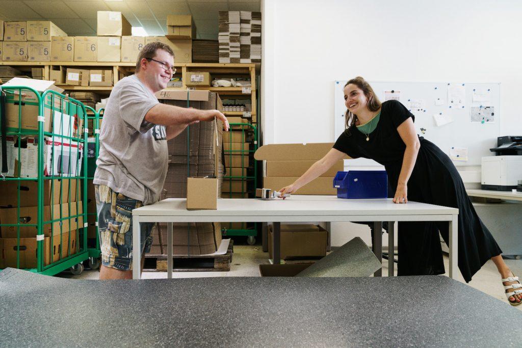 Die hejhej-mats werden in einer Behindertenwerkstatt in Nürnberg verpackt. Foto: Maria Bayer